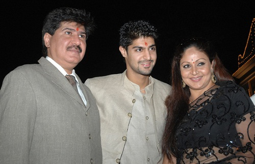 Rati Agnihotri with her husband and son Picture By: Celebrity Kick
