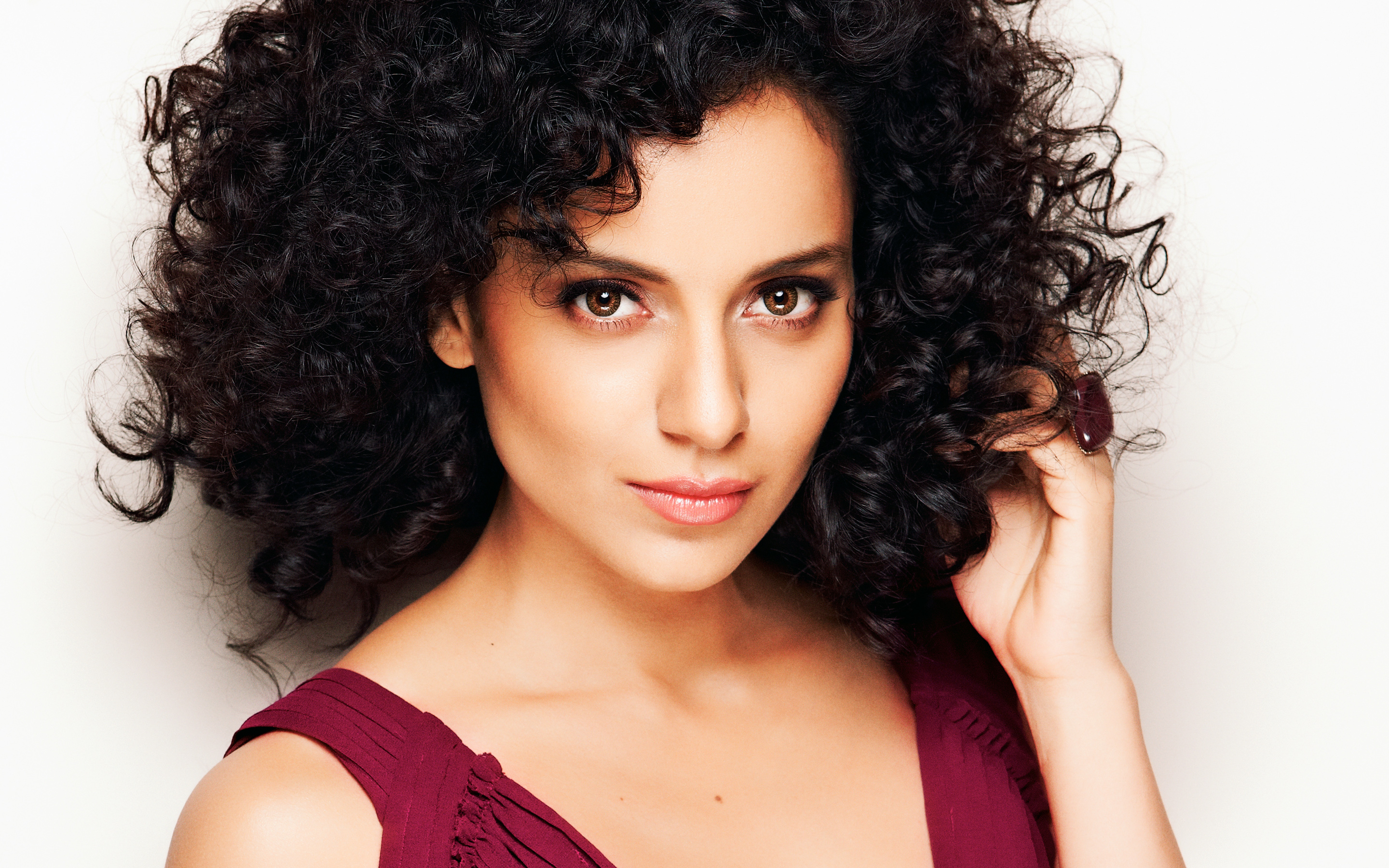 'simran'-trailer-out:-kangna-ranaut-in-yet-another-intriguing-role