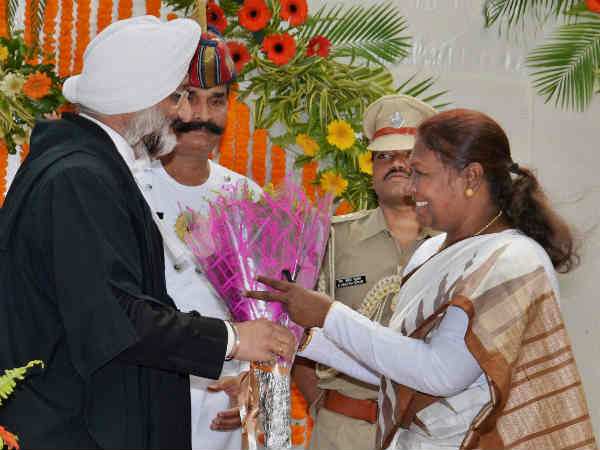 Draupadi Murmu with court chief justice Virendra Singh Picture By: One India