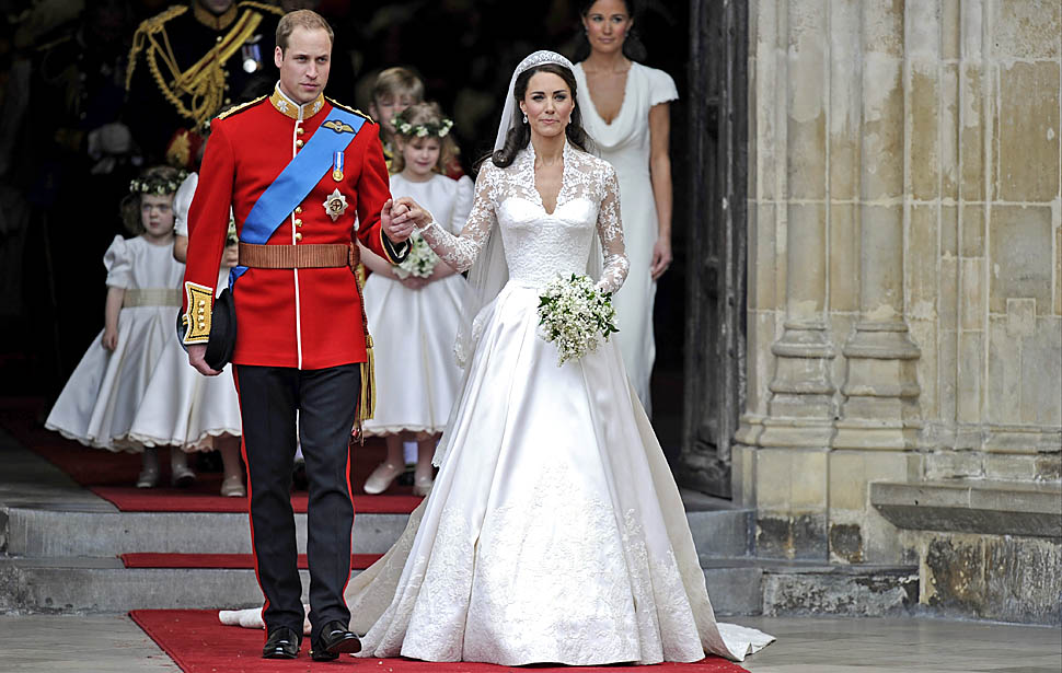 Britain's Prince William and his wife Kate, Duchess of Cambridge stand outside of Westminster Abbey  after their Royal Wedding in London  Picture By: I do Ghana