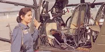 Gunjan Saxena Salute The First Indian Woman Who Flew In Kargil S Combat Zone Shethepeople Tv
