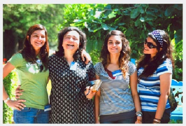 Zia Mody and her daughters