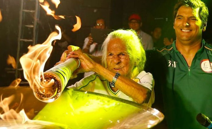 at-106,-aida-gemanque-becomes-the-oldest-olympic-torch-bearer