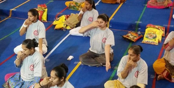 Pregnant women in Gujrat do Yoga