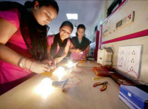 Electricians girls in Maharashtra