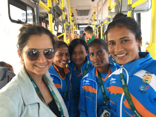 Indian Women's hockey team meet Sania Mirza