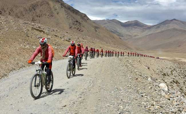 nuns bicycle trek from Kathmadu to Leh