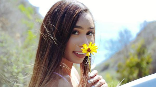 YouTuber Eva Gutowski opens up about her sexuality on Twitter