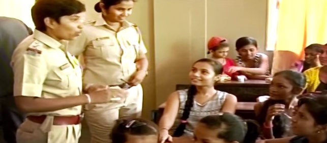 police didi - Female police stations reach out to girls in slums