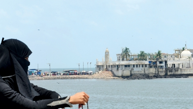 Women's ban at Haji Ali