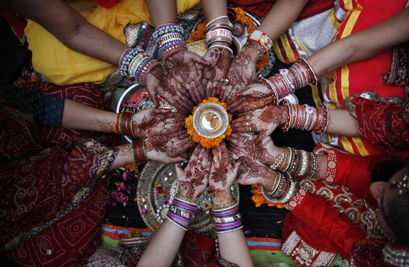 Bundeli Women Fast In Karwachauth, demand AIIMS