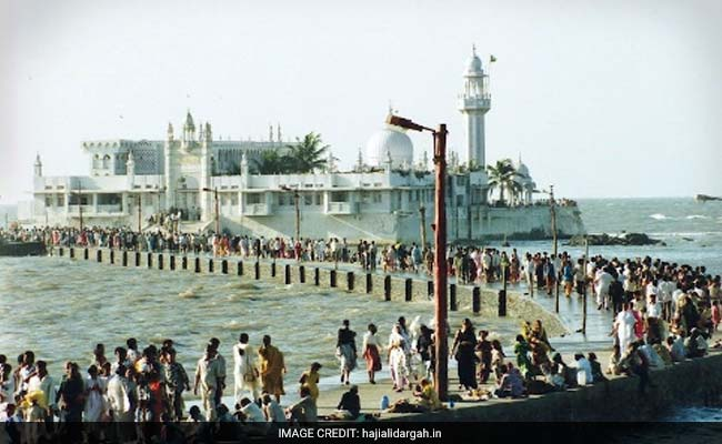 Women enter Haji Ali Dargah