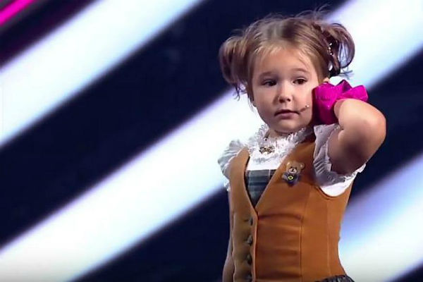 4-year-old girl speaks 7 languages fluently on live TV