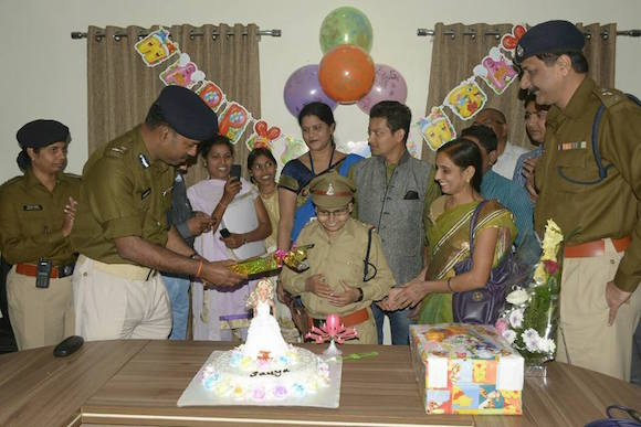 Raipur Police give Sania a Surprise