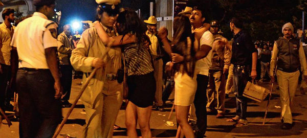 women molested in New Year eve in Bangalore2