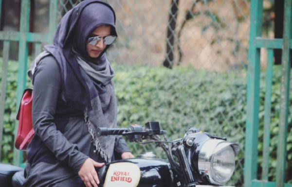 Roshni Misbah - Delhi's fierce 22-year-old 'Hijabi Biker'