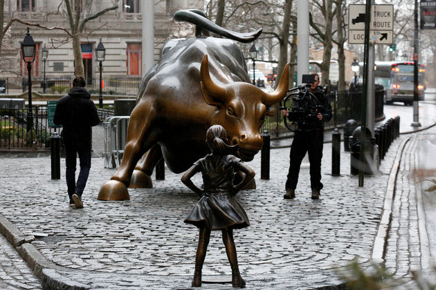 A Statue Of A Young Girl Is Now Standing Up Against Wall Street's Famous Charging Bull