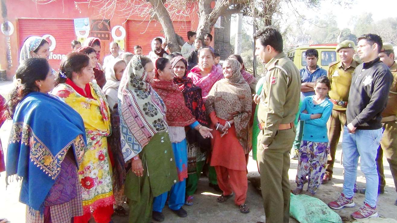 Women protest relocation of liquor shops