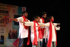 Womenite-Team-performing-at-Delhi-University.jpg