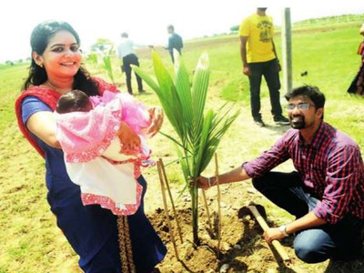 Pune couple plants 101 trees