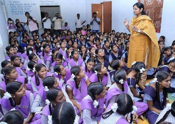 Kadiyam Kavya sensitizing girls on menstruation