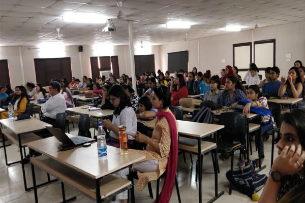 SheThePeople conducts the Digital Trust Dialogues in Kamla Nehru College with Google India