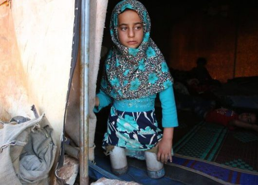 Syrian girl walked tin cans