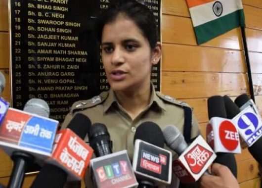 success-story:-bus-conductor's-daughter-becomes-ips-officer