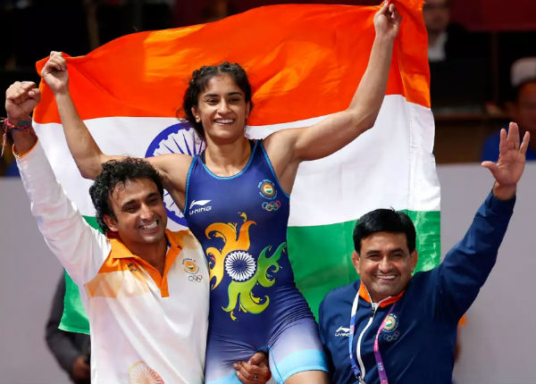 Contracts Vinesh Phogat, Pooja Dhanda