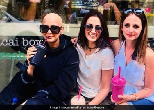 sonali-bendre-sports-bald-look-on-friendship-day
