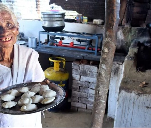 80-Year-Old Woman Selling One Rupee Idli, Tamil Nadu Idli Pati
