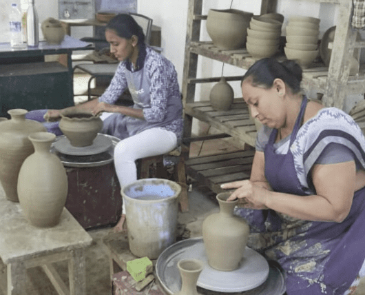 Karnataka women pottery