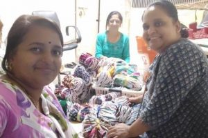 woman-makes-10000-homemade-masks-for-sangli-district-in-maharashtra