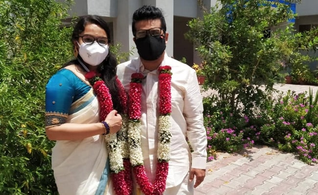 Kerala Couple Ties Knot over Zoom