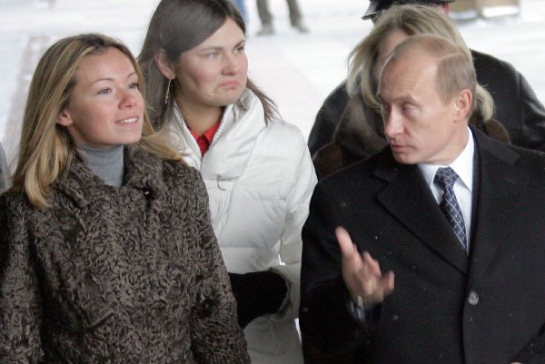 Russia Putin S Daughter Is Given World S First Coronavirus Vaccine