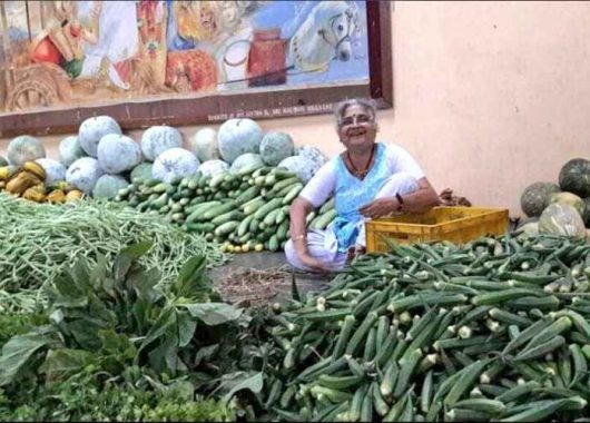 fact-check:-viral-image-is-of-sudha-murty-doing-seva,-not-selling-vegetables