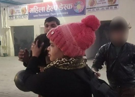 up:-brave-woman-saves-her-life,-nabs-snatcher-who-pushed-her-in-front-of-truck
